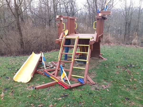 swing-set-demolition-and-removal-in-chicago